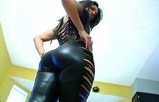 टॉप रेटेड जापानी अश्लील यह मूवी सेक्सी शो के साथ