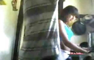 उत्कृष्ट सेक्सी हिंदी मूवी पिक्चर सुनहरे बालों वाली स्ट्रिप्स और उसे बिल्ली के साथ खेलता है